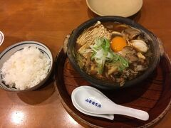 名古屋入りは9月30日の夜。とりあえず名古屋飯ということで山本屋本店で味噌煮込みうどんをいただきます。秋らしく、「4種のキノコ入り味噌煮込うどん」にご飯を添えて