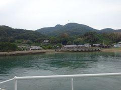 あっという間に大島に到着です。この写真は、宗像大社中津宮の方面を見ています。
