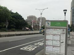 行く方向とは逆ですが、バス停は気になる。。