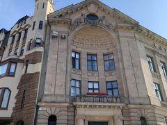 10:12その向かいにも有名な建物『ラトヴィア・ラジオ』1階にカフェ『Key to Riga』