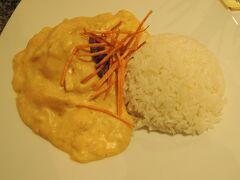 アヒ デ ガジーナ。 鶏肉のイエローペッパー煮込み(^ω^)  見た目からカレー的な味を想像したけど、 シチューのような味。辛くないよ。 うまかった(∀)♪