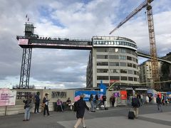 スルッセン駅前の「ゴンドーレン」。有名な展望スポットということでたくさんの人がいます。私達もチェックしていましたが、フィンナルビクス山からの眺めに満足したこともあって、結局行きませんでした。
