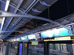 プロンポンの駅からモーチット駅へ。