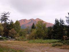 2日目の朝 燧ケ岳(ひうちがたけ)が朝焼けで赤くなっています。