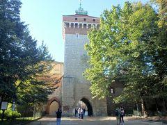 1300年頃作られたというフロリアンスカ門から中に入ります。 火事から町を守る聖フロリアヌスという聖人の名前から来ているそうで、戴冠式やパレードもこの門を起点に行われたそうです。