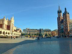 ここがヨーロッパ最大と言われる中央広場です。 右手が聖マリア教会、左手が織物会館です。