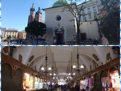 中央広場に戻ってきました。 織物会館の中はみやげ物屋さんが並んでいます。 ポーランドは琥珀が取れるそうで、琥珀のアクセサリーショップがたくさんありました。 あとはクリスマスツリーのオーナメント、もこもこの綿の入ったスリッパ、民芸品、ポーランド陶器などが売っていました。