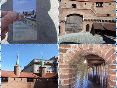 10時半になるとバルバカンが開きます。 フロリアンスカ門との共通券が12ズウォティ/324円でした。 バルバカンはフロリアンスカ門を守るために作られ、1498年に完成したそうです。 外敵を射るために全方位に小窓が作られています。 ヨーロッパの城壁は本当に堅牢ですね。