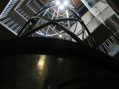 市庁舎塔に来ました!中のエレベーターは未来的なデザインΣ(・Д・)