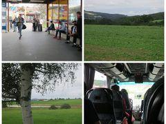 今朝は雨模様。。。。  朝食後、チェックアウトをすませスーツケースをホテルに預けて、 地下鉄B線のAnděl駅の近くのNa Knížeciバス停から スチューデントバスでチェスキークルムロフへ向かいます。  Student AgencyのHPから予約しました。 https://bustickets.regiojet.com/?1  この区間では液晶テレビ付きで飲み物サービスが有るバスと それがないバスがあるそうなので、サービス付きのバスを 選んで予約しました。 しかし、1週間前になってStudent Agencyから、 「貴女の予約したバスは関連会社の運航になりサービスの提供が 出来ません。ソーリー!」とメールが来ました Σ(゚д゚lll)ガーン。  しかもなんと翌日の復路のバスもですと~(怒っ!) 3時間のバス旅、口コミほど快適ではありませんでした。