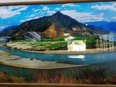 これは長江第一湾(石鼓鎮)の写真です。 アメリカのグランドサークルツアーで同じような 光景を見たことがあります。 自然は風景の相似形を作り出すのが 得意だと思います。