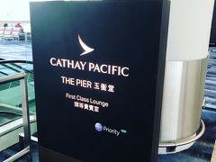 香港空港にある、もう一つのファーストクラスラウンジ  「THE PIER」  とっても遠かった(笑)15分くらい歩いたかも( ̄^ ̄)ゞ 平JGCになってしまっても、ビジネスクラスのラウンジには入れますが~。  ファーストクラスラウンジはそうはいきません。 もちろん、本日伺いますわよ~