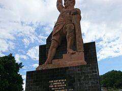 一息ついて、お隣にあるピピラの丘へ。ピピラ記念像が勇ましいです。