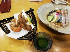 今日のディナーは倉敷駅ステーションホテル地下にある「白壁」 瀬戸内海鮮料理のお店です。  写真は 瀬戸内酢物盛り合わせ1180円。 穴じゃこ唐揚げ980円。  他に げた煮つけ1280円。げたって何?って調べたら「舌平目」なんですね~ たこの天ぷら880円。 野菜サラダ580円。 お刺身の盛り合わせ1980円。 岡山の日本酒、喜平もいただきました。  長い一日が終わりました。 今日は娘の所に泊まって、明日はしまなみ海道です。