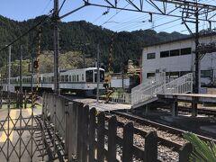 吾野に下り、299号線を下り東吾野駅で一休み。 西武線もここではローカル線ぽくっていい感じです。
