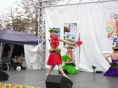 外に出るとイベント会場ではフラダンスショーが。アロ~ハ! さっきよりも周りのおじさんたちのテンション高め。(お前もな)