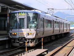 大阪を6時に出る篠山口行きに乗り、篠山口からワンマン電車に乗り換えて8:31、福知山に到着。三田から先は学生の利用が中心でガラガラ。普通電車でも223系電車なので、快適に移動できます。