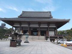 西新井大師大本堂 ― 江戸時代中期に建造されたが,昭和41年に焼失し,昭和47年に再建された.立派です.
