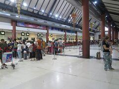 シェムリアップ空港に着きました。 バンコク経由で日本に帰ります。