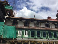パンチャ ムクヒ ハヌマン寺院です。 右の上に少し映っている建物です。 Pancha Mukhi HanumanTempleの中にはハヌマン像があるそうです。 5層の円形寺院です。