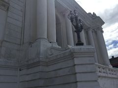 ガッディ バイタックは白亜の宮殿です。 西洋建築です。 地震の影響で倒れそうだったそうです。