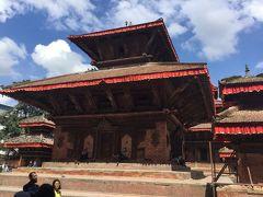 ジャガナート寺院は王宮の前のハヌマン像の前にあります。 Jagannath Temple、カーラバイラブの裏、石柱の正面にある寺院です。 柱の彫刻は男女のセックスシーンだそうですが見過ごしました。