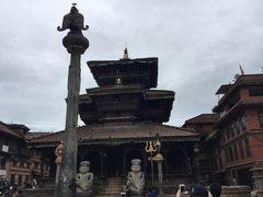 ダッタトラヤ寺院 Dattatraya は、ダタタラヤ広場にあり、 1427年の建立で、ご本尊のダタタラヤはブラフマー神、 ヴィシュヌ神、シヴァ神が一体になったものだそうです。 前にはガルーダ像が建っていました。