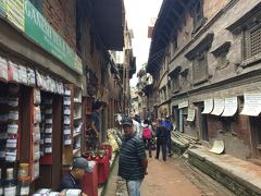 Tachupal Squareに行くまで、また着いても The Peacock Shop などのお店、お土産屋さんはたくさんありました。