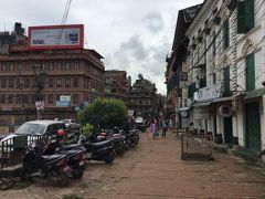 Pulchouk Gabahal Rd. を1kmほど歩くとダルバール広場に着きます。