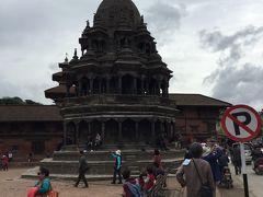クリシュナ寺院 (チャム デワル)はダルバール広場には2つあり、 南のクリシュナは八角形で1723年にヴィシュヌマッラ王によって建てられました。少し北にあるクリシュナは17Cで少し古く地震でかなり破壊されたようです。 特異な形で一番いいように思います。