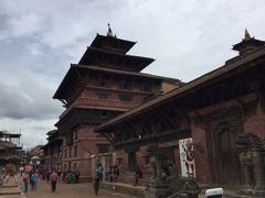 デグタレ寺院はタレジュ寺院の並びにある3層の大きな寺院です。 地震による影響は少なかったようです。