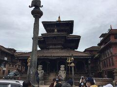 ダッタトラヤ寺院は3層寺院で、ビムセン寺院の向かいに建っていました。 1427年建立と古い。 ブラフマー神、ヴィシュヌ神、シヴァ神の3神が一体となったダッタトラヤを本尊としている。 インドからもお参りに来るそうです。