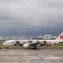 今回も当直明けを利用しての旅行。  JALのチケット代が安かったから 羽田発15時のフライトを利用したのですが 那覇空港のバードストライクでディレイ。 到着が18時になってしまった…。  関東地方は雨上がりでどんより・・・ ミッキージェット、初めて見ました!