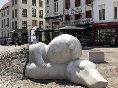 そしてこちらは日本人にはお馴染み「フランダースの犬」の主人公ネロとパトラッシュの像です。
