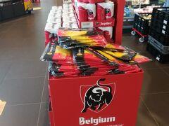 というわけでルーヴェンは終了です。  次の街アイントホーフェン(オランダ)に向け出発です。  道中のサービスエリアでベルギービールを購入。