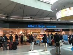 アスムテルダムに1泊後、別の場所に2泊して任務完了。 帰途につきます。 初日の会食以外はホテルと相手先オフィスの往復だけだったので、何も買っていない。  スキポール空港のアルバートハインでワイン、ビール、チーズ、ハムを購入。 スーツケースに詰め込んで機内預けに。