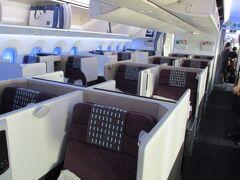 今回搭乗するのが、ビジネスクラスシート「SKY-SUITE」。  このシートが登場した頃は、運賃が高いけど乗りたいなあとずっと思っていてようやく実現ができました。