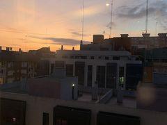 宿泊した部屋からの午前7時40分くらいの日の出です