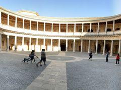 入口を入って最初に見学したのはカルロス5世宮殿です