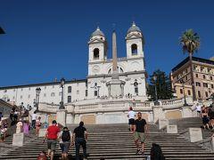 4<スペイン階段> 「何? 誰も階段に座っていないぢゃないか!」 ここでは、飲食禁止に続き7月から「座ること」も禁止となりました。 おかげで階段の見える写真が撮れたけど・・・座ってみたかった。