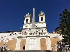 5<トリニタ・デイ・モンティ教会> ここは、ローマのほかの教会とは異なる外観で、ノートルダム寺院に似ています。それもそのはず、ここは16世紀にフランス王ルイ12世の命により建立された教会で、現在も神父はフランス人です。 日本語訳だと「丘の上の三位一体教会」