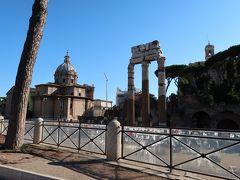 22<フォロ・ロマーノ> トラヤヌスの市場の反対側にあるのが「フォロ・ロマーノ」 フォロ・ロマーノは、東西約300m、南北約100mの古代ローマ中心部の遺跡です。
