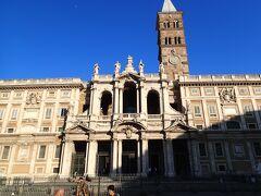 今日は教会巡りです。まずはホテル近くのサンタマリアマッジョーレ大聖堂。