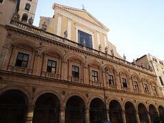 サンティアポストリ教会。歴史のある教会です。