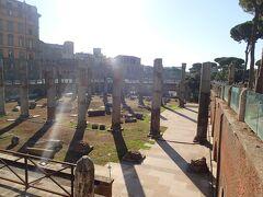 こういう遺跡が町中にふらっと解放されているのが、ローマの歴史なんでしょうね。