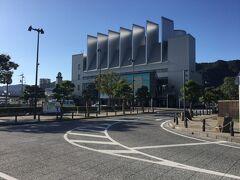 境港駅から米子駅経由で安来駅に行き足立美術館に行きます。 駅ビルのみなとさかい交流館に取り付けた妖怪巨大壁画です。 20.25 x 7.5m で、鬼太郎ファミリーと26の妖怪が描かれている。