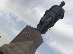 奥の広場はソ連時代のレーニン広場。レーニンの銅像を溶かして現在のティムール像をつくったようです。