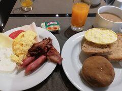 7:50 ホテルで朝ごはん。