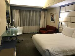 この日は香港の空港で1泊。 ホテルは移動がめんどくさかったので、Regal Airport Hotelにしました。 空港直なので、外に出る必要もなく、きれいなホテルでした。