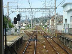 紀ノ川駅通過。 駅構内で加太線が分岐。昨年乗りました。